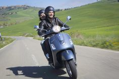 Find information about the world's most iconic scooter brand, Vespa, its latest model lineup, and dealer networks. Since Vespa has been an icon of Italian style loved around the world. Scooter Bike, Vespa Scooters, New Vespa, Bike Gang, Custom Vespa, Lambretta, Italian Scooter, Vespa Gts, Tandem