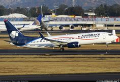 Boeing 737-852 aircraft picture