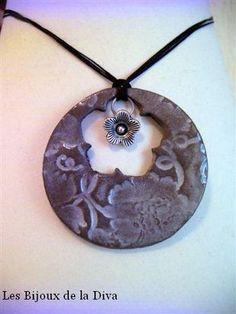 Grand Rond Florus troué d'une fleur avec perle arge