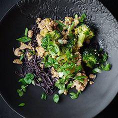 Makaron z czarnego ryżu I Rice pasta with turkey and broccoli Rice Pasta, Polish Recipes, Food For Thought, Broccoli, Nom Nom, Menu, Gluten Free, Favorite Recipes, Lunch