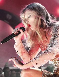 Taylor is a hottie! - taylor-swift Photo