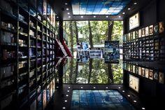 ارمغان ما در فروشگاه های عطر سفیر برای شما ارائه رایحه های اصیل و ماندگار از عطر ها  و برندهای معتبر جهانیست