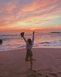 Beach Instagram Pictures, Instagram Pose, Beach Pictures, Insta Pictures, Tumblr Summer Pictures, Winter Instagram, Instagram Travel, Vacation Pictures, Travel Pictures