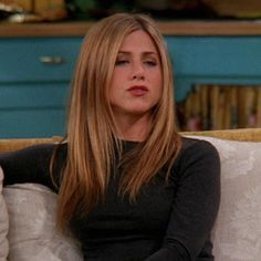 can I help you? Jennifer Anniston Rachel Green Outfits Anniston Jennifer can I help you? Rachel Green Outfits, Rachel Green Hair, Rachel Green Friends, Jeniffer Aniston, Jennifer Aniston Hair Friends, Corte Y Color, 90s Hairstyles, Aesthetic Hair, Straight Hair
