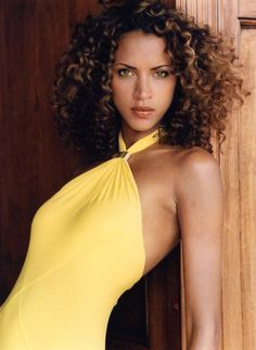 Google Image Result for http://images.fashionmodeldirectory.com/model/000000121326-noemie_lenoir-fit.jpg