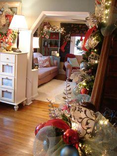 Cozy Shabby Chic Christmas House
