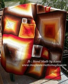 blanket optical illusion 170 cm x 130 cm; lana mista: acrilico, lana vergine...; created by Kasia Waszkiewicz