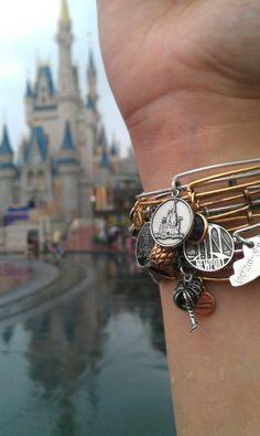 #CharmedArms in #Disney :)