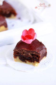 Pastel de Chocolate Crujiente  http://sweetsandgiftsmarietta.com/pastel-de-chocolate-crujiente