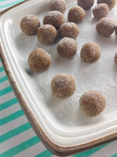 Tamarinds are very popular in the Caribbean and Asian countries. Be WARNED, this recipe requires a lot of sugar! Tamarind Recipes, Jamaican Recipes, Caribbean Recipes, Caribbean Food, Good Food, Yummy Food, Joy Of Cooking, Mouth Watering Food, Balls Recipe