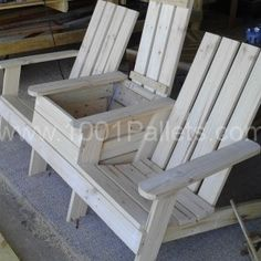 Adirondack jack and jill chair. From pallets. Hmmm...