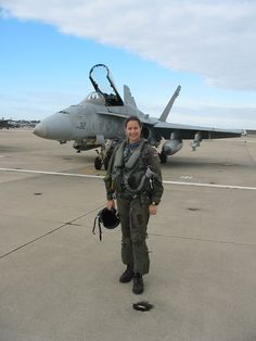 Lea Gabrielle Former U. Navy pilot and officer celebrates one year with FOX News.Go Air Force! Female Pilot, Female Soldier, Jet Fighter Pilot, Fighter Jets, Fighter Aircraft, Pilot Uniform, Airplane Photography, Female Fighter, Military Women