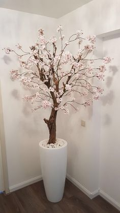 House Interior Decor - New ideas Floor Vase Decor, Home Decor Vases, House Plants Decor, Diy Home Decor, Deco Spa, Interior Paint Colors For Living Room, Tree Branch Decor, Beauty Salon Decor, Blossom Trees
