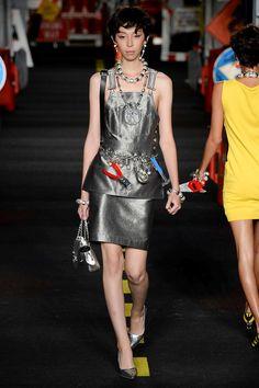Moschino Spring 2016 Ready-to-Wear Collection Photos - Vogue