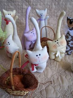 I love cats! I love cats! Cat Fabric, Fabric Toys, Fabric Animals, Felt Animals, Cat Crafts, Sewing Crafts, Sock Toys, Felt Birds, Felt Cat