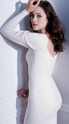 Marion Cottilard booty in a long sleeve white dress