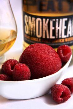 Himbeersorbet mit Smokehead Islay Whisky * Scotch Whisky, Parfait, Vegan Ice Cream, Slushies, Dessert Recipes, Desserts, Ice Cream Recipes, Raspberry, Frozen