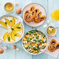 Sneak peek ~ de komende tijd kunnen jullie nog heel wat lekkers verwachten voor de paasdagen! Ik krijg er weer zin in als ik dit zo zie 😁🐣 Wie gaat er allemaal wat lekkers maken voor de paasbrunch of ontbijt? #pasen #passrecepten #leukerecepten #salade #cinnamonrolls #souffle