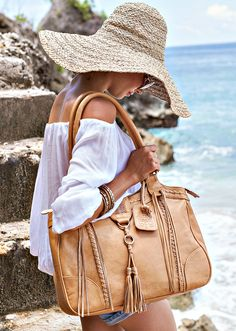 Boho chic Free Spirit leather shoulder bag - elegant enough for your office days and spacious enough for your weekends out. Handmade from high quality leather. Available in 9 leather colors and with 5 lining options. Perfect daily leather accessory.