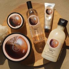 Who is crazy about the gorgeous nutty scent of shea? This is why we developped a full range of Shea goodies that will make your skin Body Shop At Home, The Body Shop, Body Shop Skincare, Body Shop Products, Beauty Products, Beauty Make Up, Beauty Care, Face Scrub Homemade, Body Hacks