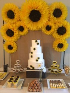 Large paper sunflower backdrop for sunflower themed parties, rustic weddings, bridal or baby showers or birthday parties STEP-BY-STEP INSTRUCTIONS and PHOTOS to Knit a Bunny from a Square STEP To start with, we're going to throw in many s. Bridal Shower Decorations, Birthday Decorations, Wedding Decorations, Yellow Party Decorations, Wedding Ideas, Sunflower Birthday Parties, Yellow Birthday, Sunflower Cakes, Sunflower Decorations
