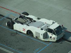 Towbarless aircraft tractor (wide body).