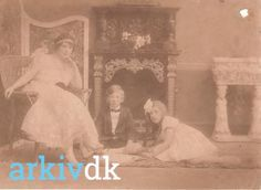Jo Jacobsen med Carl og Vii, 1916