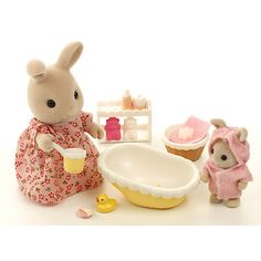 Sylvanian Families bath time for baby
