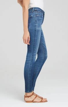 Our classic high rise skinny that hugs the body from hip to ankle. The Rocket is a great fit that elongates the body for a slim and sexy silhouette. In a medium dark wash, this pair has a warmly weathered feel and traditional detailing -- five pockets plus wide belt loops. Wear with ankle boots and a light sweater.