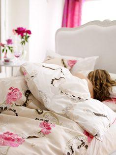 Bachelorette pad, feminine / girly interior design & decor /