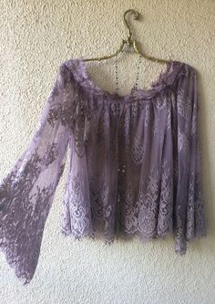 Anthropologie Off shoulder violet lace gypsy boho peasant top / Bohemian Angel Gypsy Style, Bohemian Style, Boho Chic, My Style, Fashion Prints, Boho Fashion, Womens Fashion, Vestidos Plus Size, Estilo Hippie