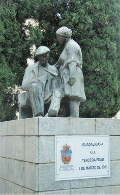 monument au troisième age par la municipalité de Guadalajara