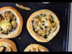 Sprawdzony przepis na bułeczki nadziewane pieczarkami - na śniadanie lub kolację (film video) od MniamMniam.com 😋 Smacznie, szybko i tanio....
