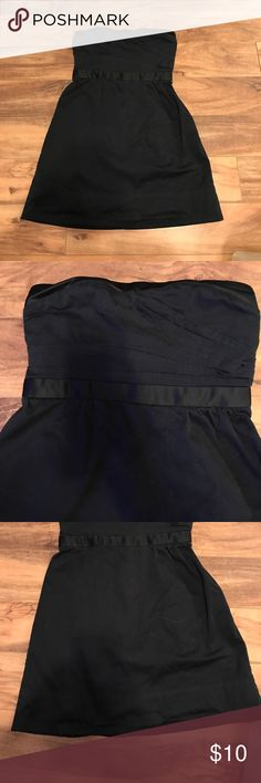 (Size 2) American Eagle strapless dress This is an American Eagle strapless dress. There's a slight sweetheart neckline and a slight A-line bottom half. The chest of the dress has intricate designing. This dress is also shrunken and does not go to the knee. American Eagle Outfitters Dresses Strapless