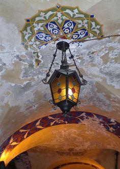 Farol y detalles ornamentales del Gran Bazar de Estambul