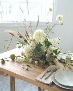 Inspiration for Wednesday dinner, whites, neutrals, textures Ikebana Arrangements, Wedding Arrangements, Floral Arrangements, Table Arrangements, Flower Arrangement, Fresh Flowers, Dried Flowers, Beautiful Flowers, Floral Centerpieces