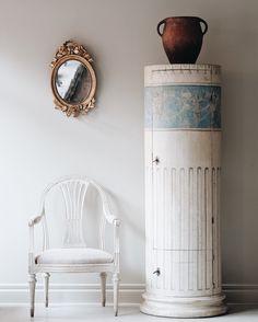 Gustavian period column cabinet. Ca 1800, Sweden