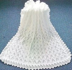 STUNNING NEW HAND KNITTED BABY SHAWL/BLANKET 36 X 36 INS
