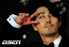 Daesang for Cha Seung Won from Style Icon Award Asian Actors, Korean Actors, Cha Seung Won, Hot Asian Men, Korean Drama Movies, The Other Guys, Korean Star, Kdrama Actors, Good Looking Men