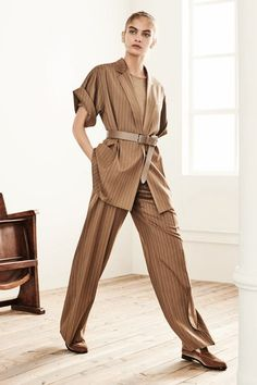 bc4c11e9f2a90 Max Mara Pre-Fall 2019 Vogue  fashion  style  womenswear  outfit