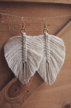 Macrame Feather / Tassel Earrings / Macrame Earrings / Boho Wedding / Bridesmaids Gift - new season bijouterie Macrame Jewelry, Boho Jewelry, Handmade Jewelry, Women Jewelry, Jewelry Crafts, Macrame Art, Earrings Handmade, Fashion Jewelry, Macrame Knots