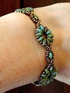 Linda's Crafty Inspirations: SuperDuo Flower Chain Bracelet (FREE PATTERN)
