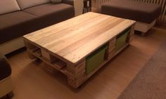 My pallet table with four boxes for toys. Table is very smooth so that no one does not cause injury. Submitted by: micha w !…