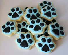 Paw cookies... more things i want for my graduation party