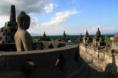 Buddha in a stupa at the top of Borobudur (Indonesia Java.) | Bouddha dans une stûpa en haut du temple de Borobudur (Java. Indonésie) | Buda en una stupa en la cima de Borobudur (Indonesia de Java.)
