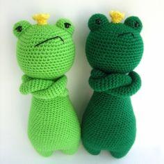 King Frog amigurumi pattern by Little Bear Crochet