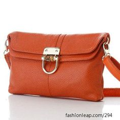 love the style and color of this purse.
