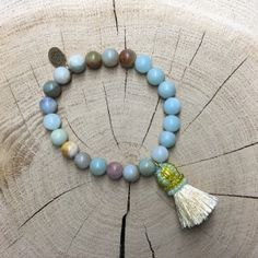 Bracelets made with semi-precious stones, with silk tassel Tassel Necklace, Beaded Bracelets, Bracelet Making, Tassels, Stones, Silk, Studio, Jewelry, Bijoux