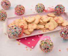 """Mantler-Mühle Glutenfrei on Instagram: """"Love cookies für zwei! Noch bleibt Zeit um Ihren Lieblingsmenschen mit diesen köstlichen Keksen zu überraschen - Link in Bio! 💖 Foto @anna_werr"""" #glutenfrei #glutenfreibacken #glutenfree #glutenfreerecipes #glutenfreebaking #glutenfreedesserts #glutenfreierezepte Gluten Free Baking, Gluten Free Desserts, Gluten Free Recipes, Significant Other, Anna, Valentines, Cookies, Instagram, Heart"""