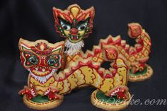 Chinese Year Of The Dragon Cookies 2012 is the year of the Dragon, so I make this decorated cookies for our celebration of the Chinese New. Chinese New Year Cookies, New Years Cookies, Happy Chinese New Year, Cute Cookies, Cupcake Cookies, Cupcakes, Sugar Cookies, Fancy Cookies, Holiday Cookies